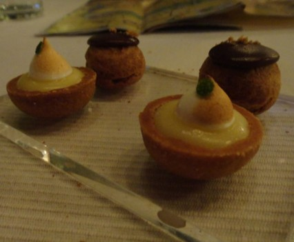 Sweet mignardises (lemon tart and dark chocolate bine) – pre dessert