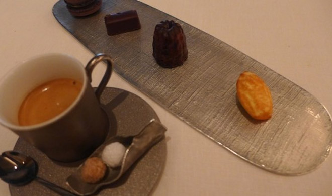 Espresso coffee with ESqUISSE chocolates
